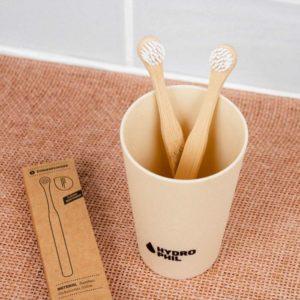 szczoteczka-do-czyszczenia-jezyka-z-bambusa